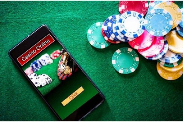 What are the formats available in Online Baccarat?
